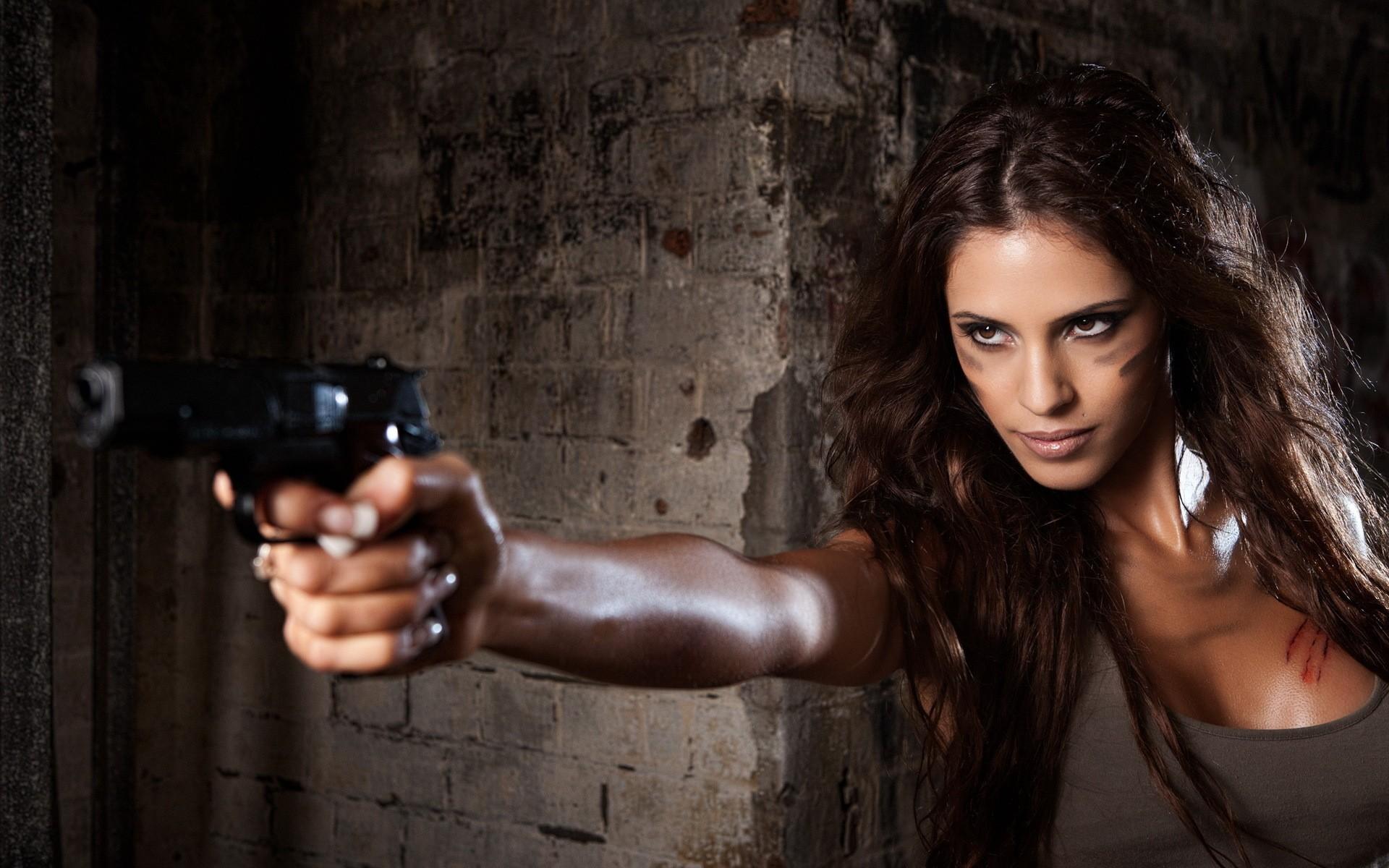 Chicas y pistolas - 1920x1200