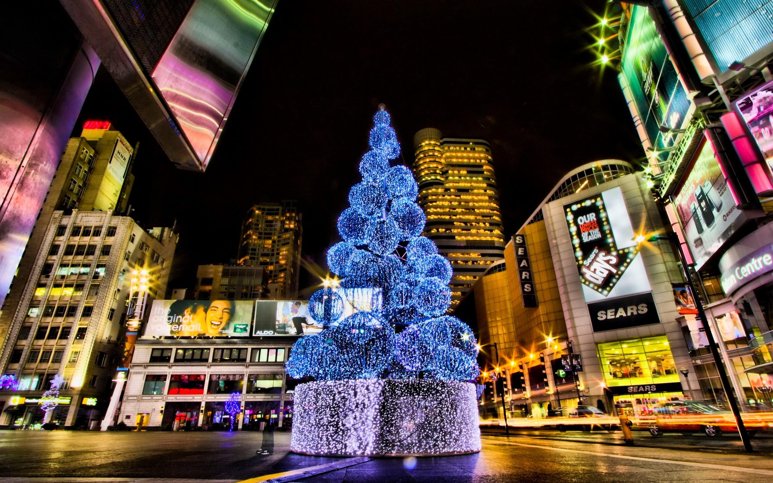 Ciudades con arboles de navidad en calles - 2560x1600