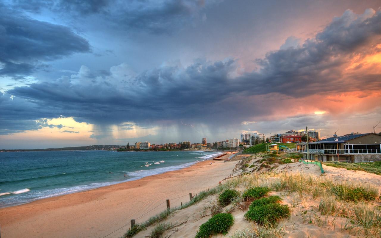 Dia de tormenta en la playa - 1280x800