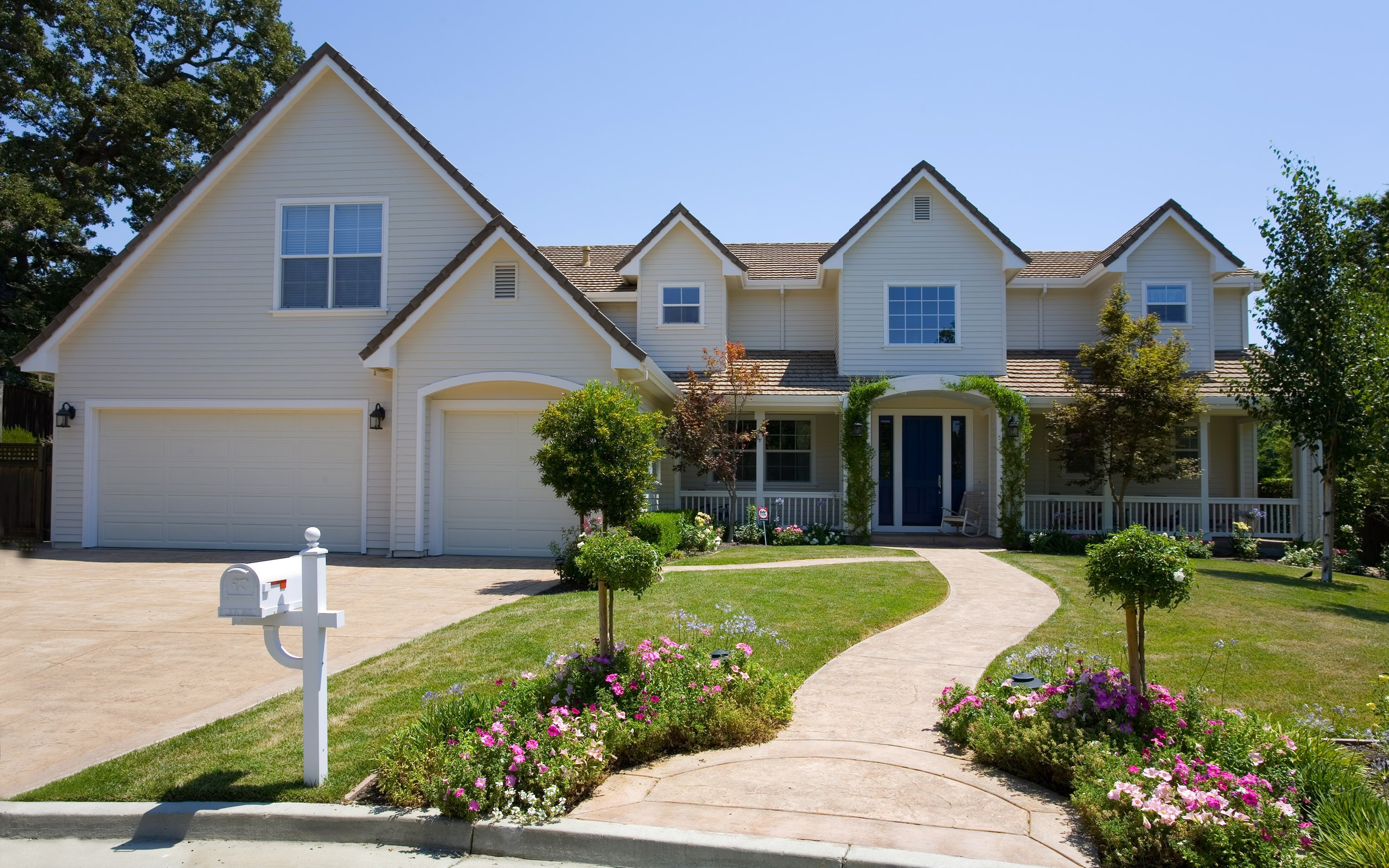 Diseño de casa con jardín - 2560x1600
