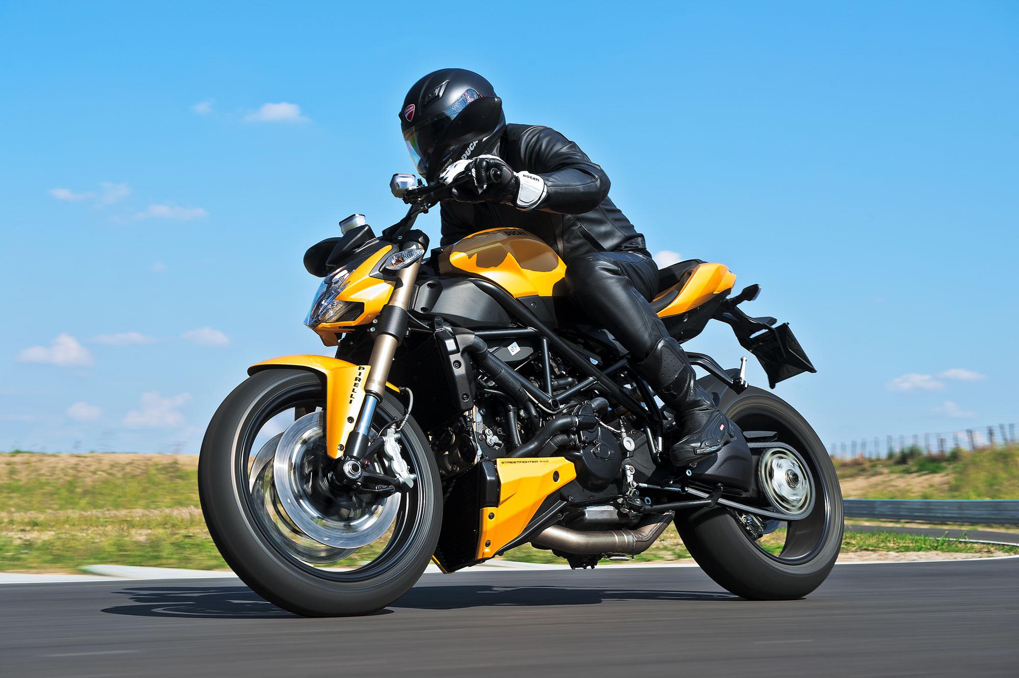 Ducati 848 - 2000x1331