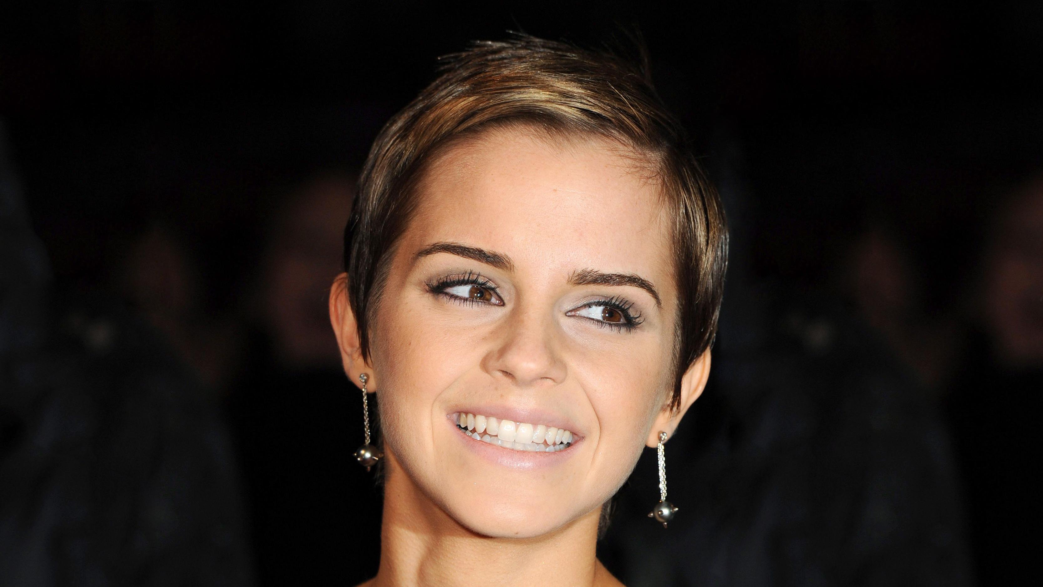 Emma Watson con una bella sonrisa - 3334x1875