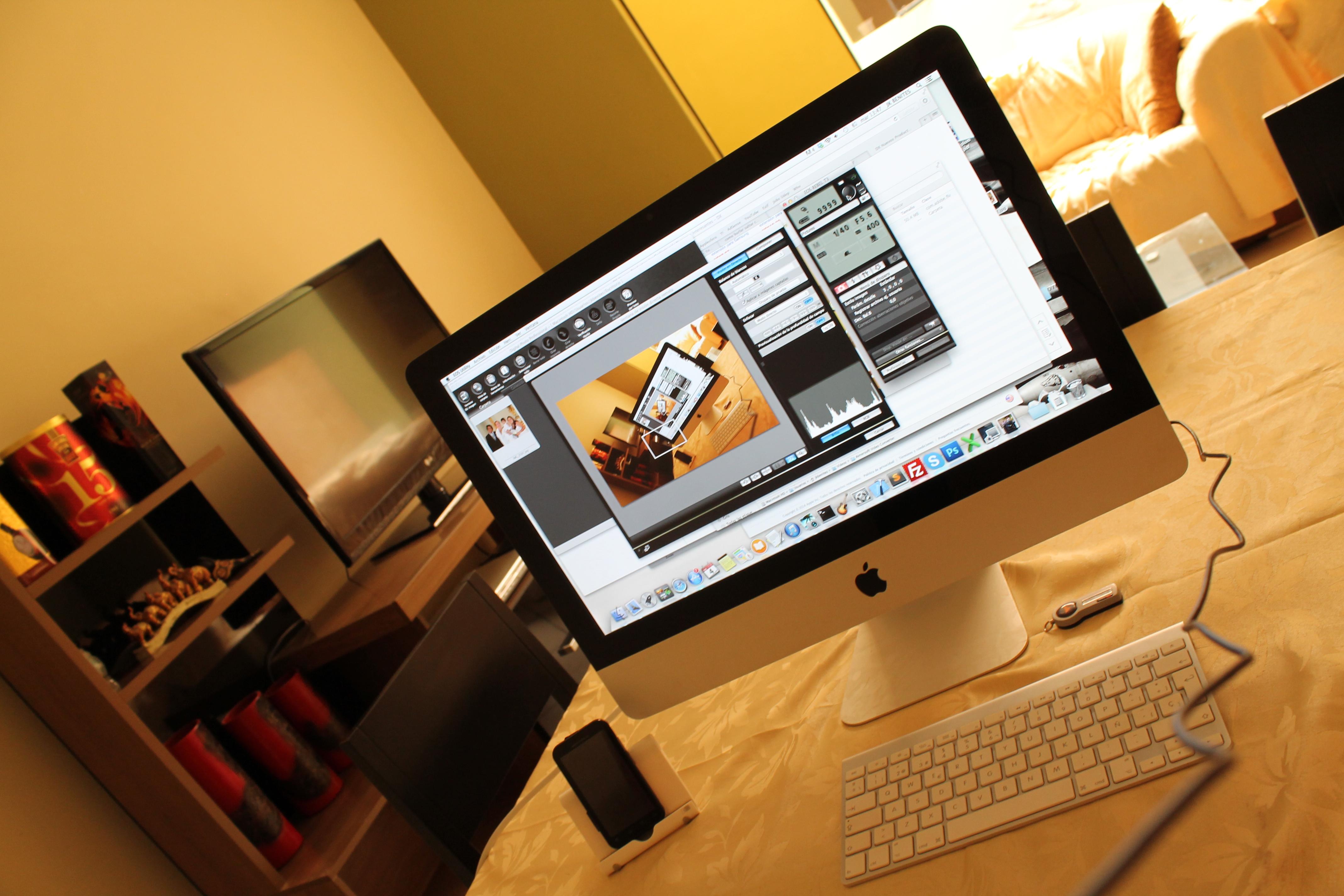 Escritorio con una iMac - 4272x2848