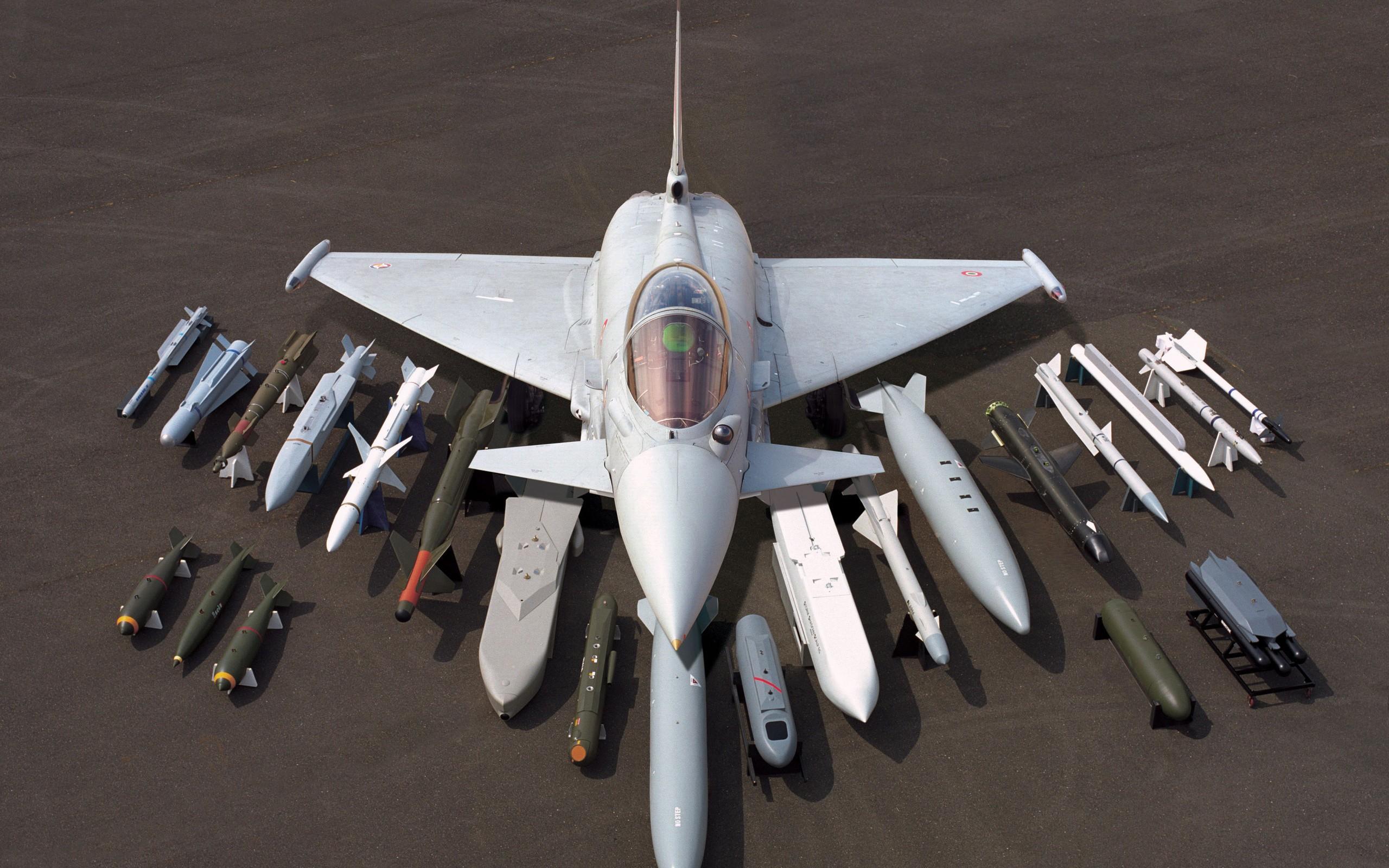 Eurofighter y todo su armamento - 2560x1600
