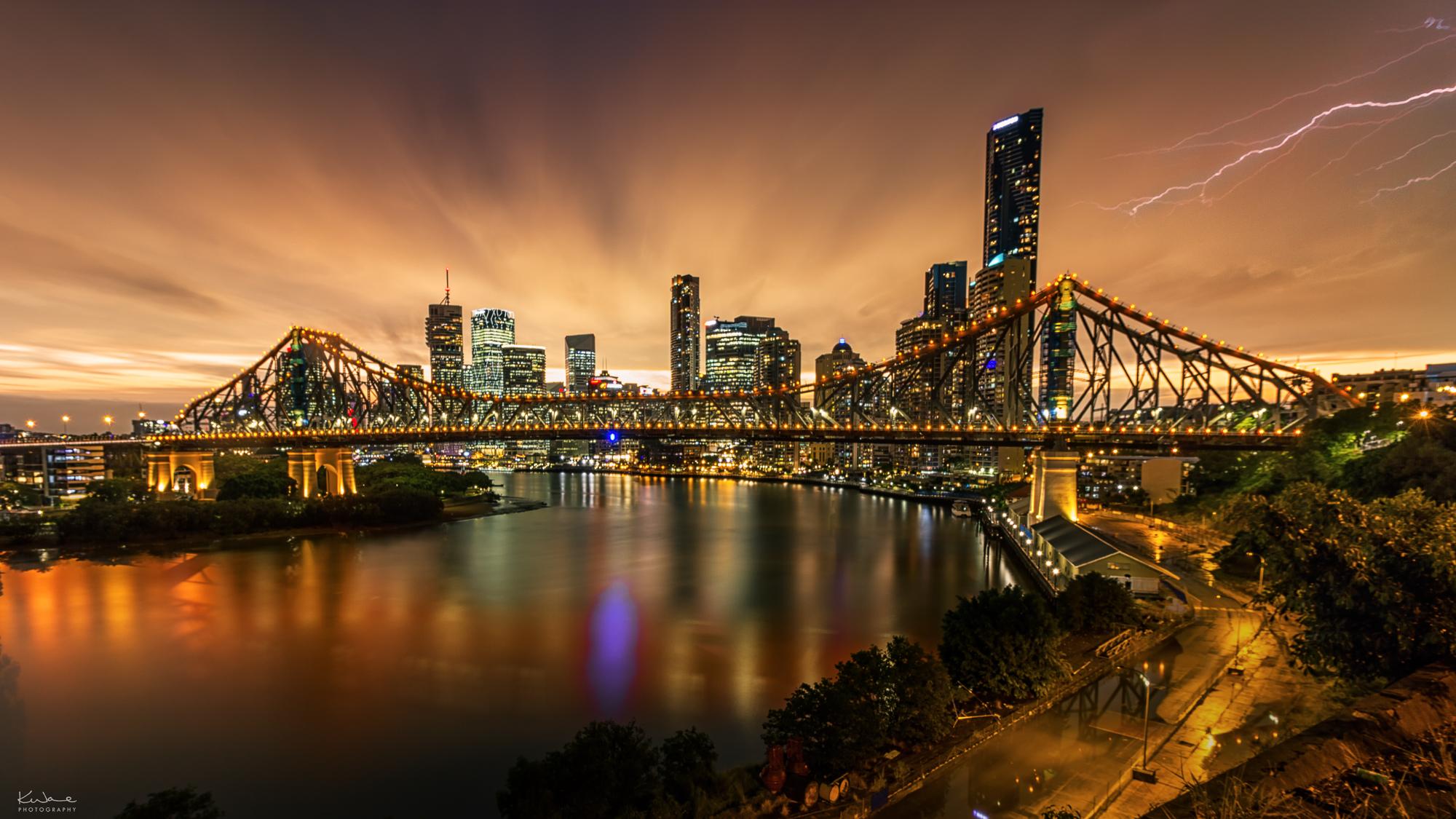 Fotografía de puentes y rayos - 2000x1125