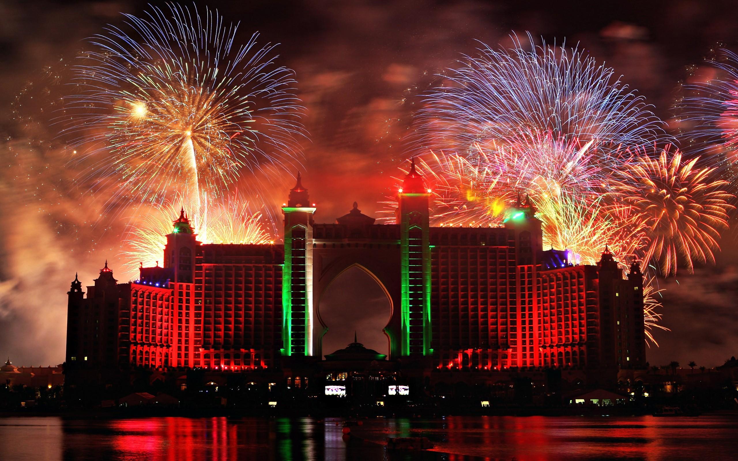 Fuegos artificiales en Dubai 2 - 2560x1600