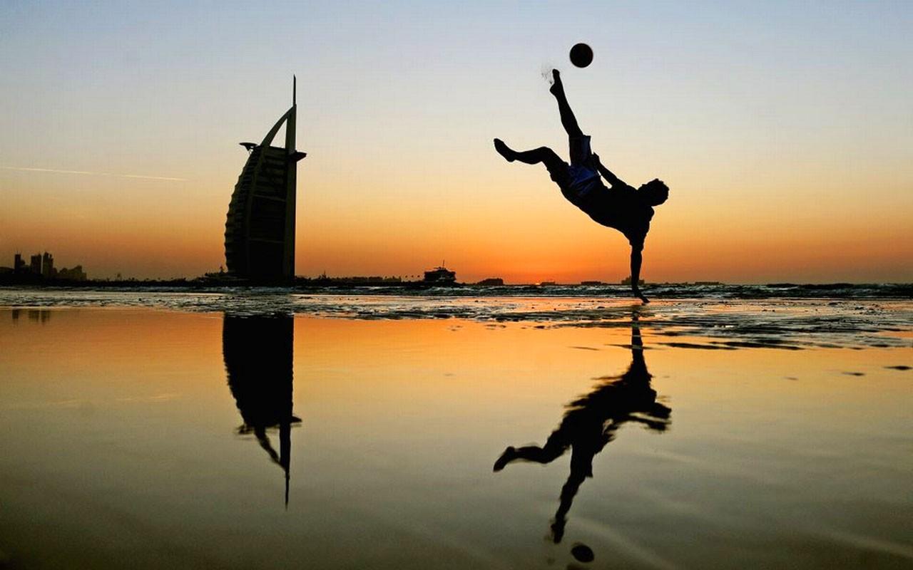 Fútbol en Dubai - 1280x800