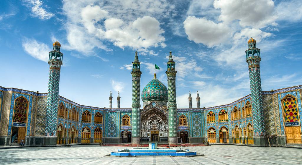 Holy shrine en Iran - 1024x558