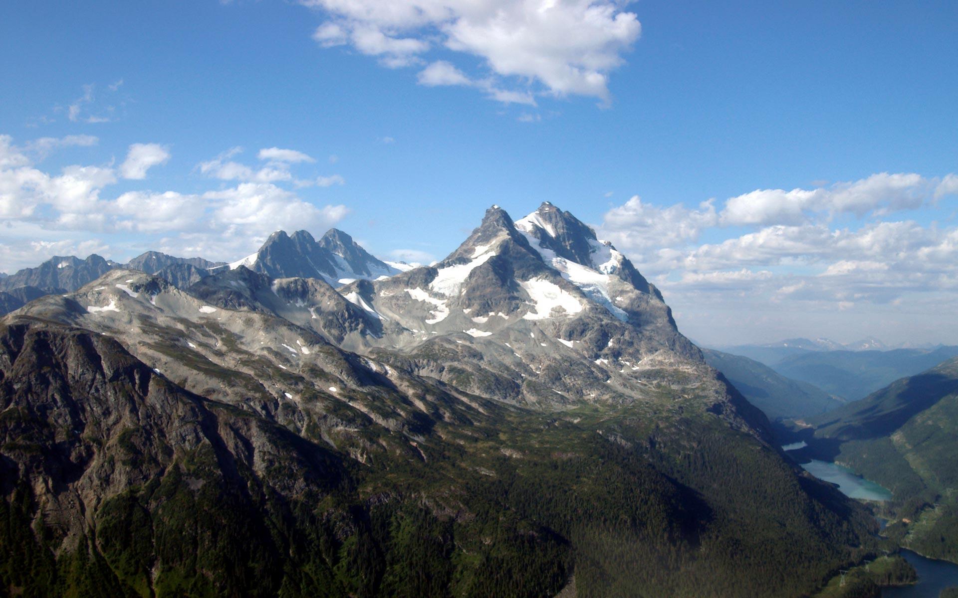 Montañas y nubes - 1920x1200