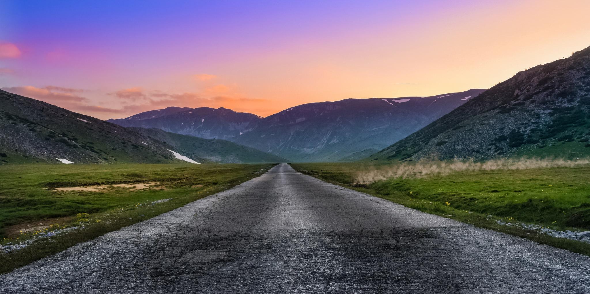 Paisaje de colores en la carretera - 2048x1023