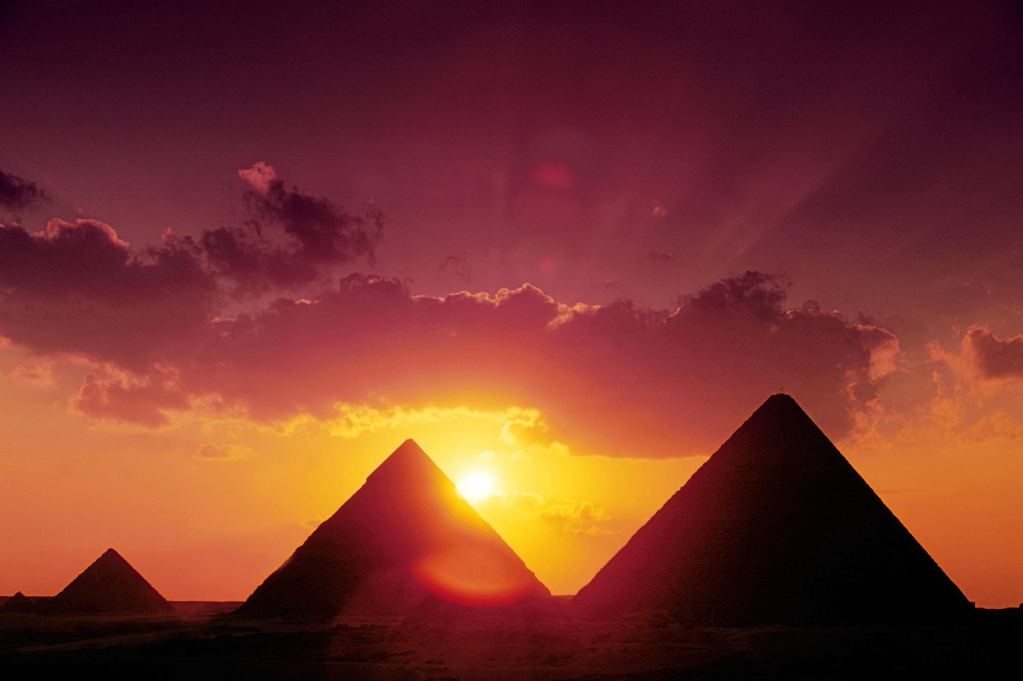 Piramides al atardecer - 2000x1333