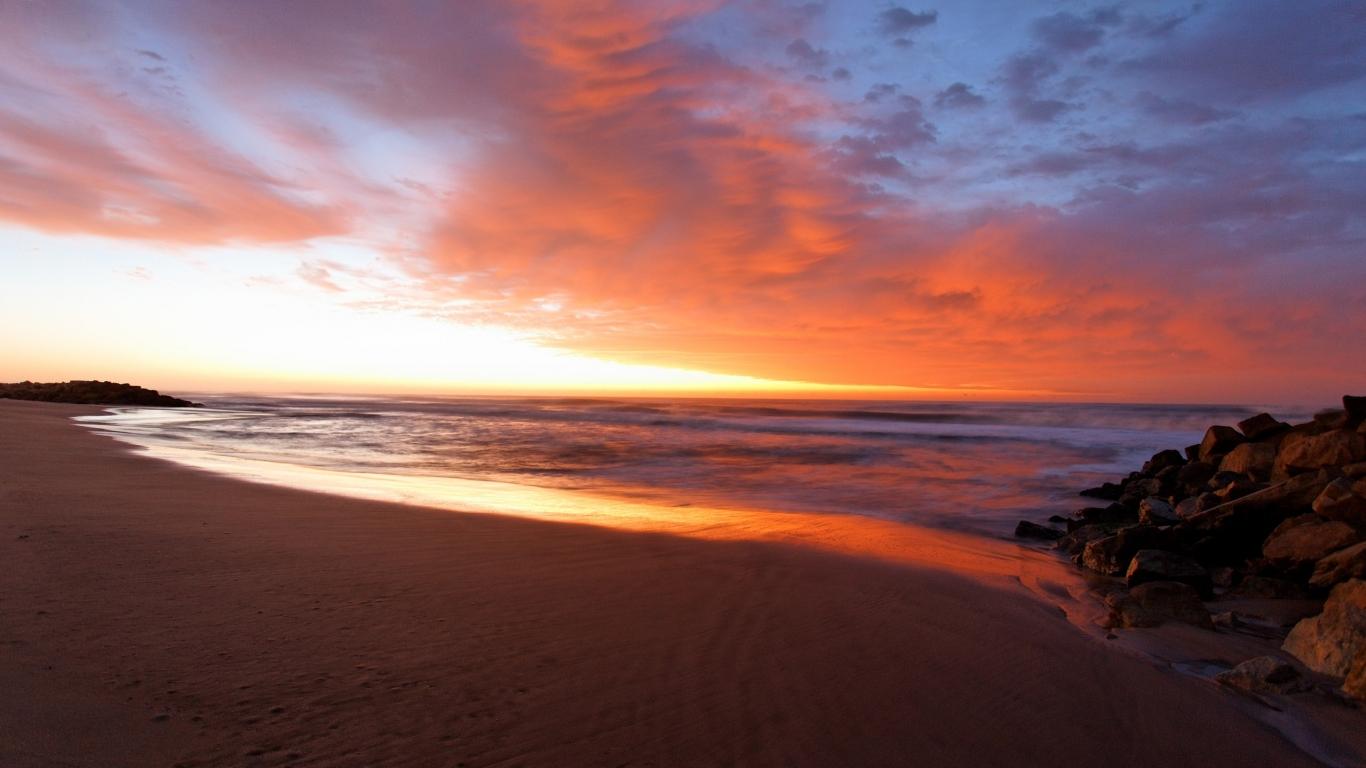 Amanecer en la playa - 1366x768