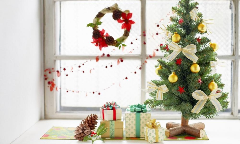 Arbol de navidad y regalos - 1000x600