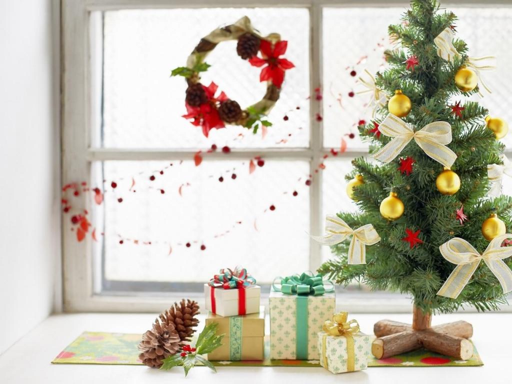 Arbol de navidad y regalos - 1024x768
