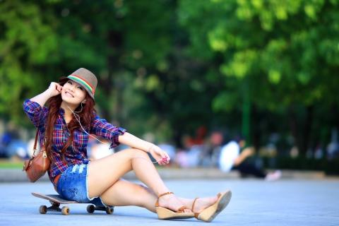 Asiática en Skate - 480x320