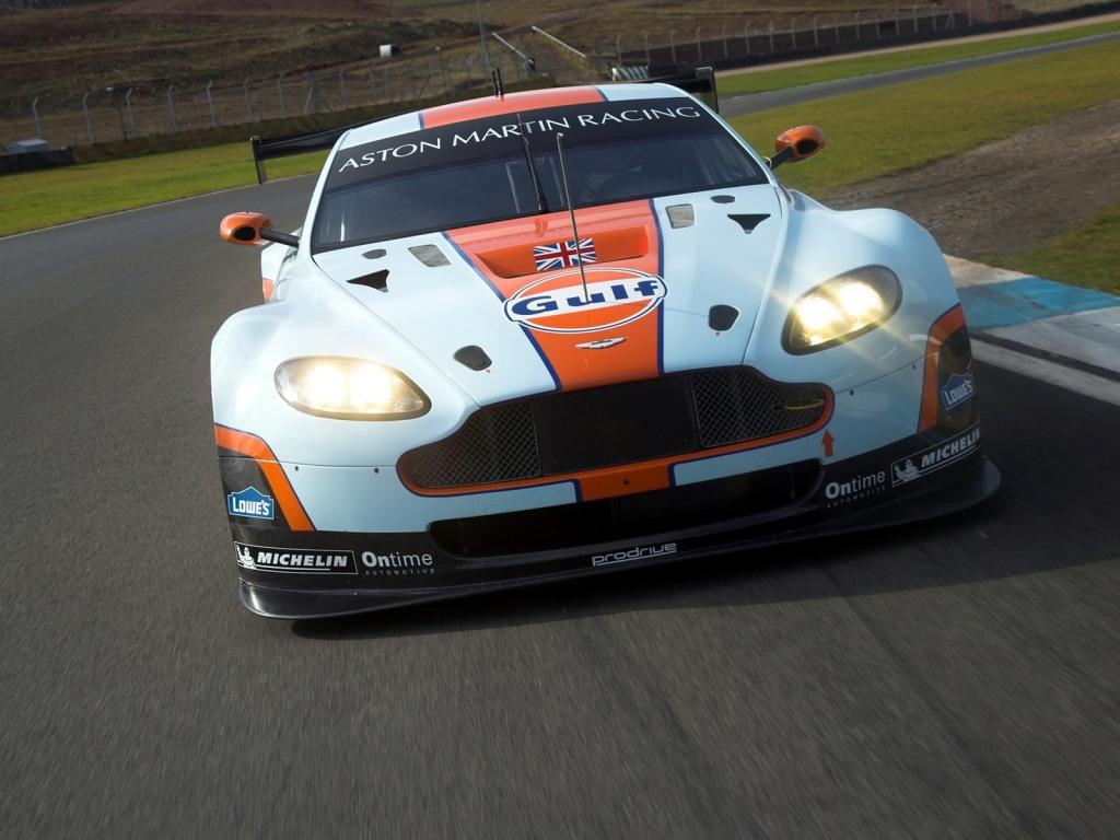Aston Martin de carreras - 1024x768