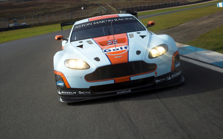 Aston Martin de carreras - 1440x900