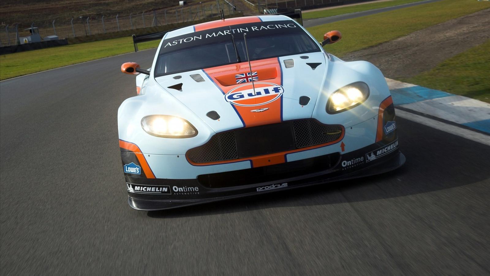 Aston Martin de carreras - 1600x900