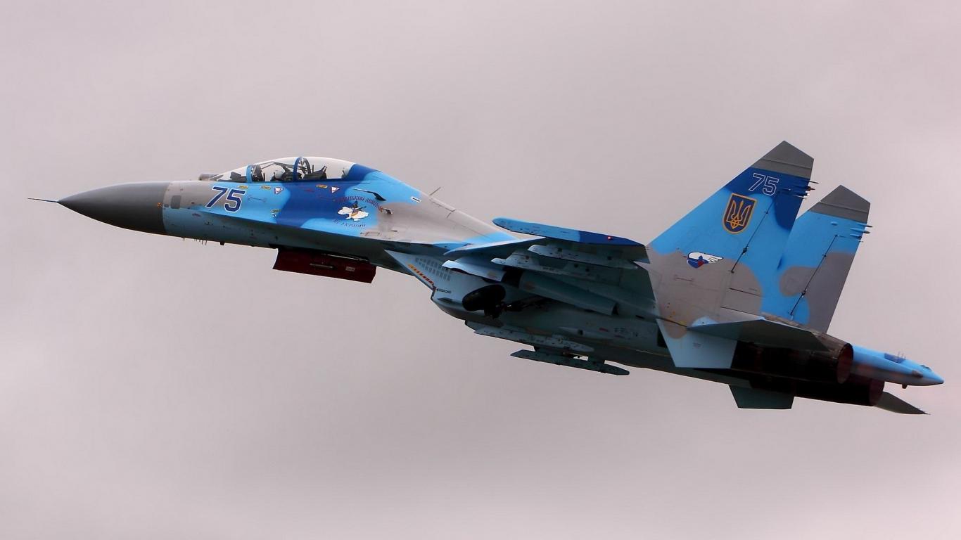 Avión militar - 1366x768