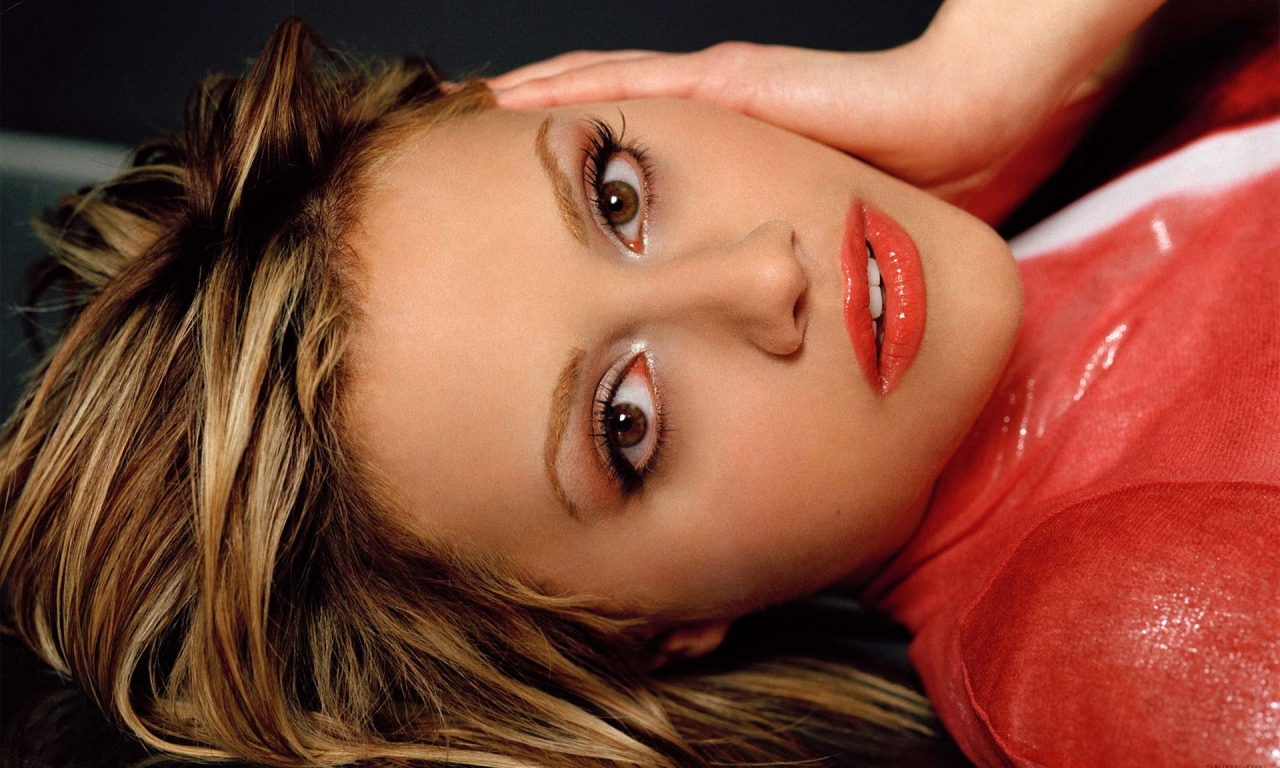 Brittany Murphy rostro - 1280x768