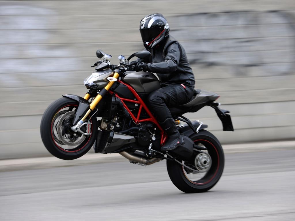 Caballito en Ducati - 1024x768