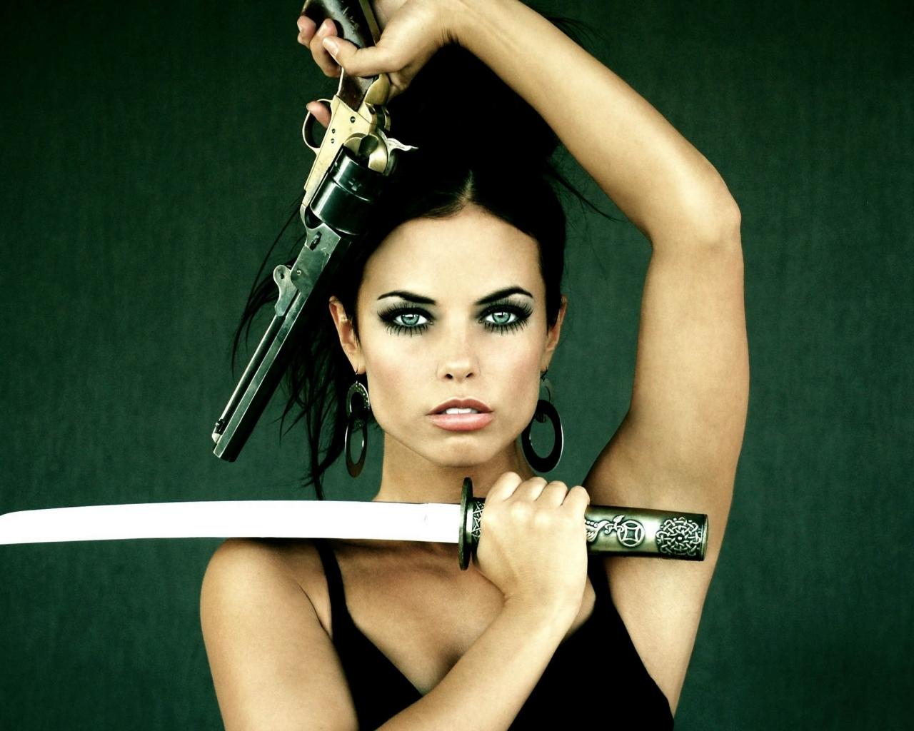 Chica con armas - 1280x1024