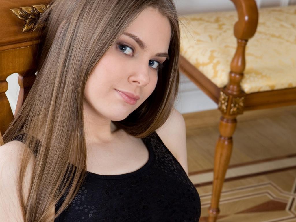 Chica de pelo largo - 1024x768