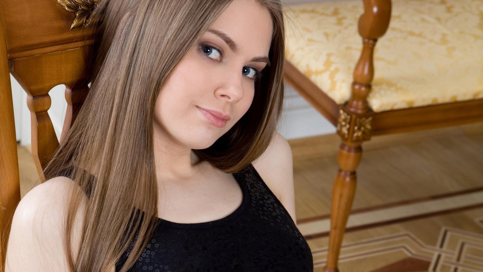 Chica de pelo largo - 1600x900