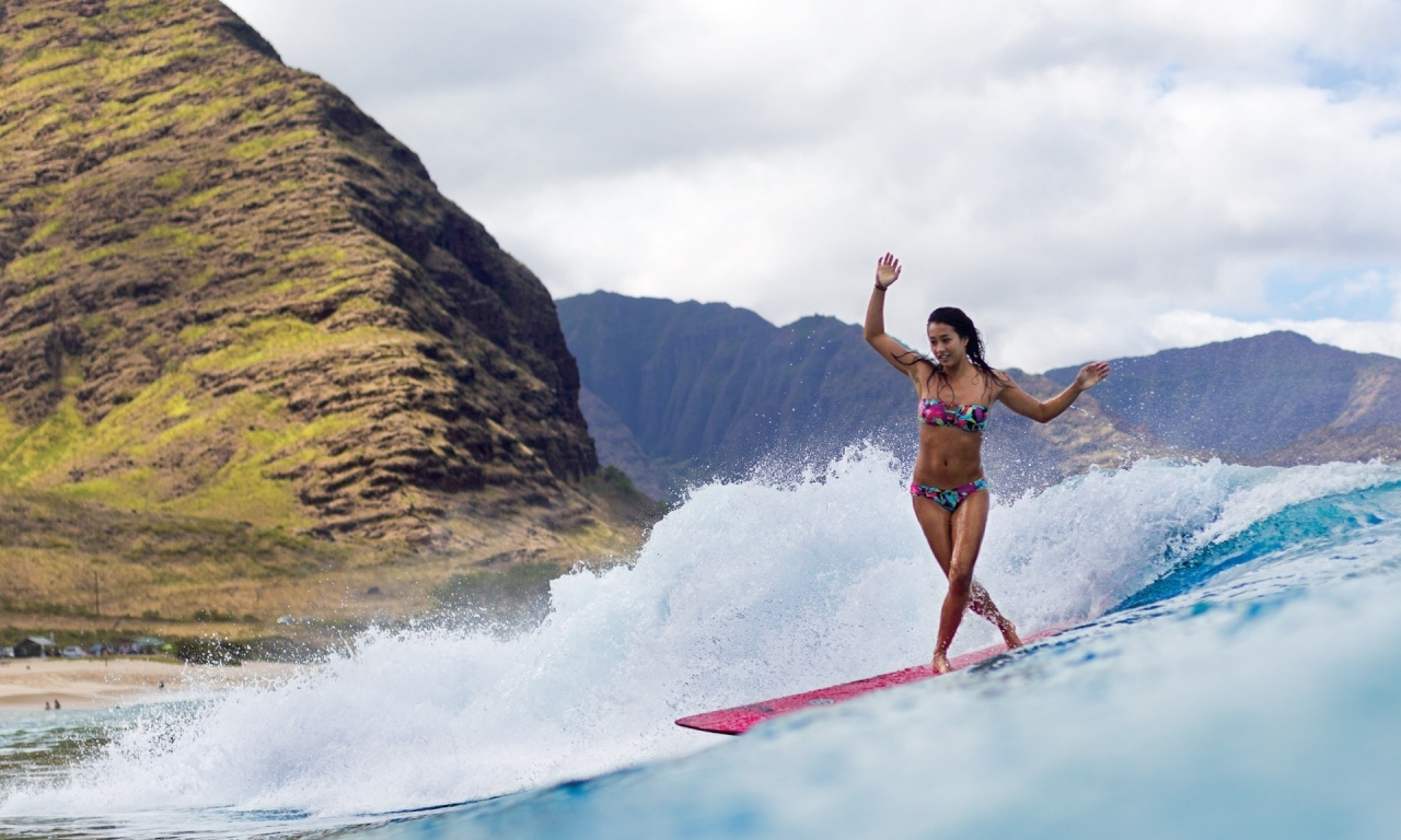 Chicas practicando Surf - 1280x768