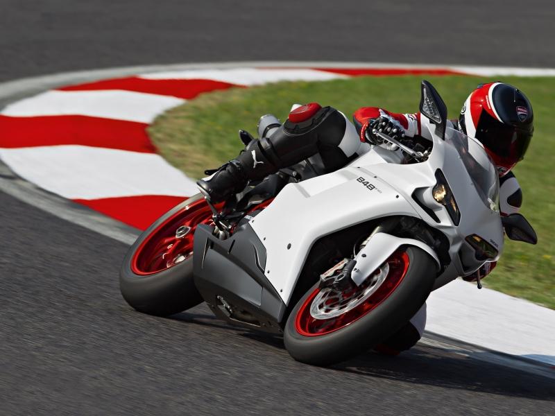 Ducati 848 EVO - 800x600