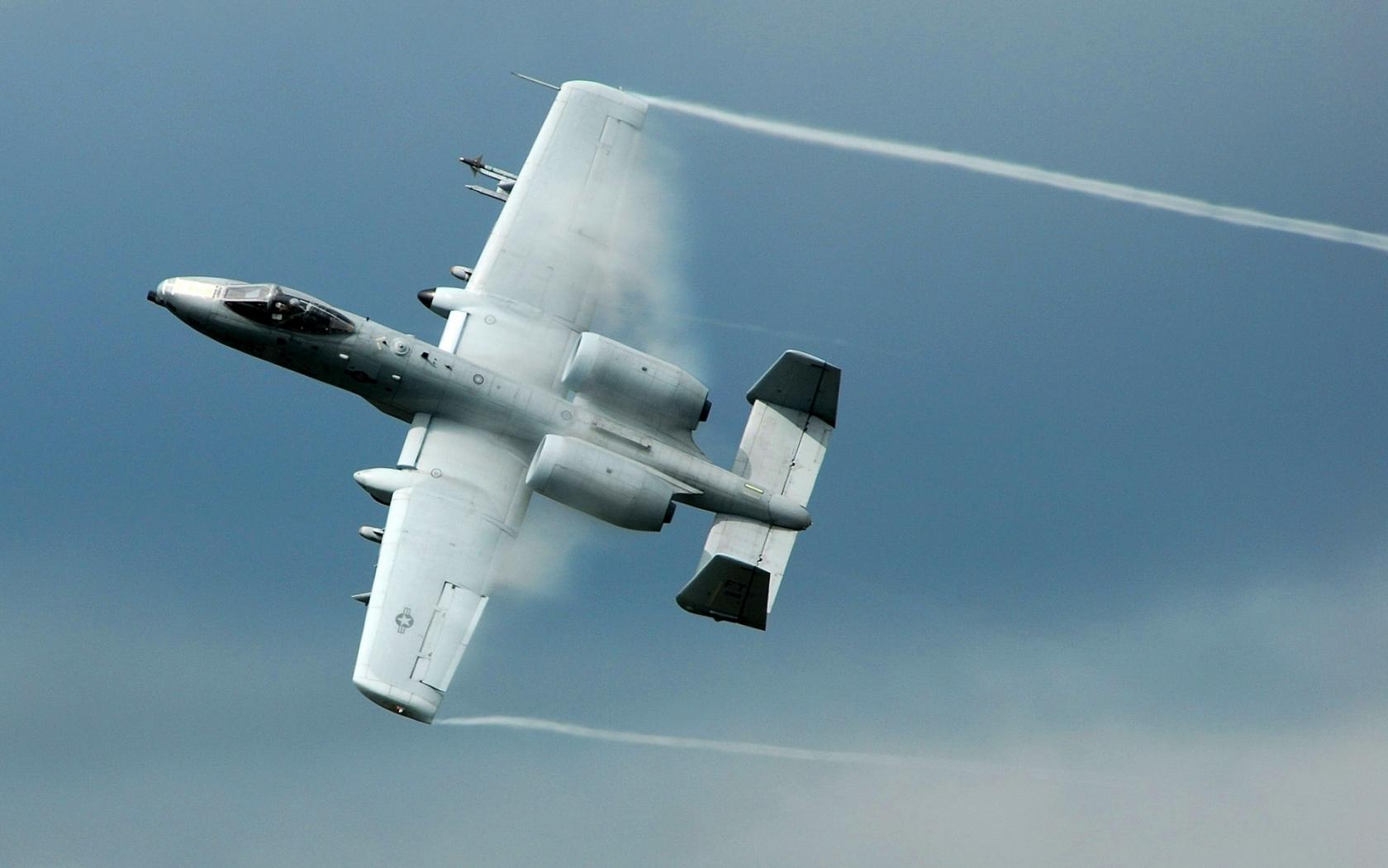 El avión A-10 Thunderbolt - 1680x1050