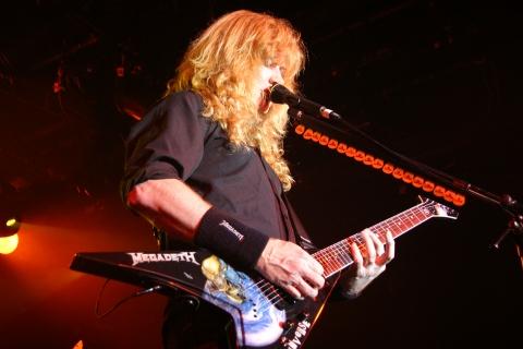 El guitarrista de Megadeth - 480x320