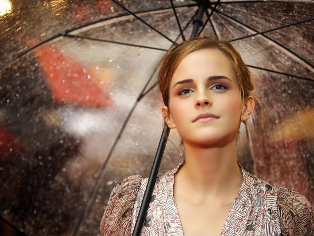 Emma Watson con paraguas - 1024x768