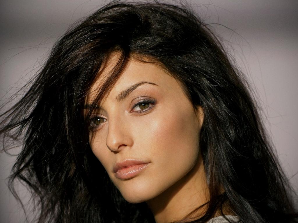Erica Cerra rostro - 1024x768