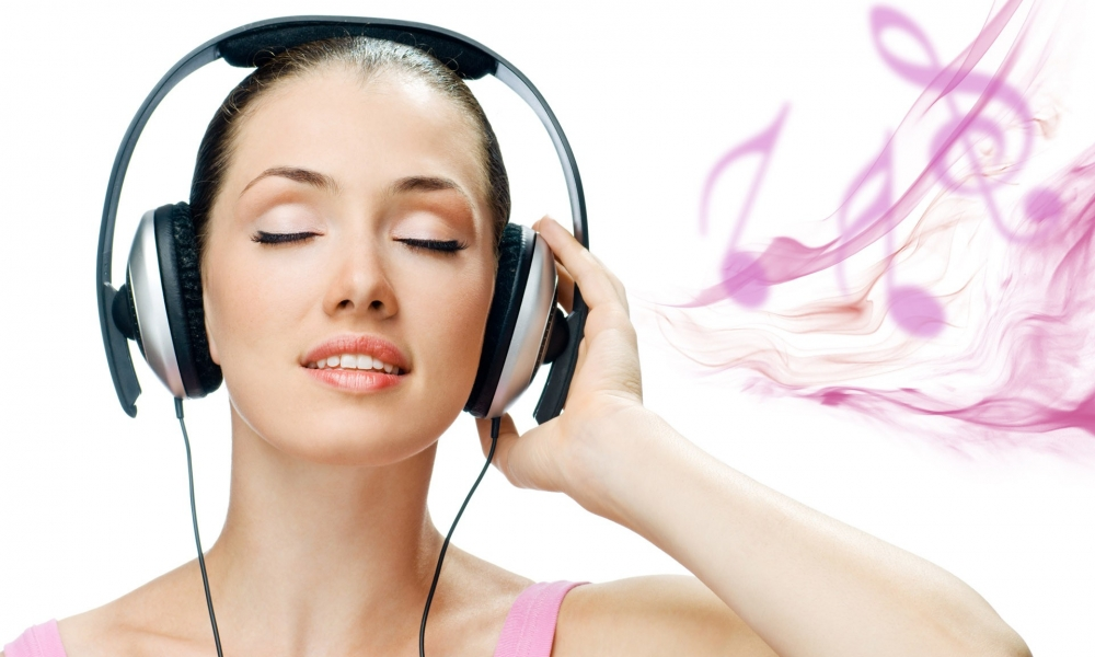 Escuchando música - 1000x600