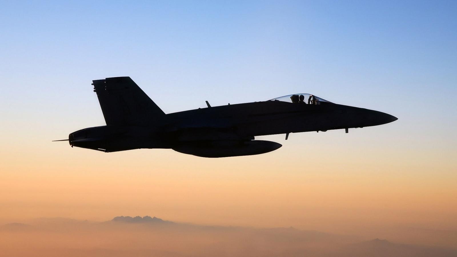 FA-18 Hornet - 1600x900