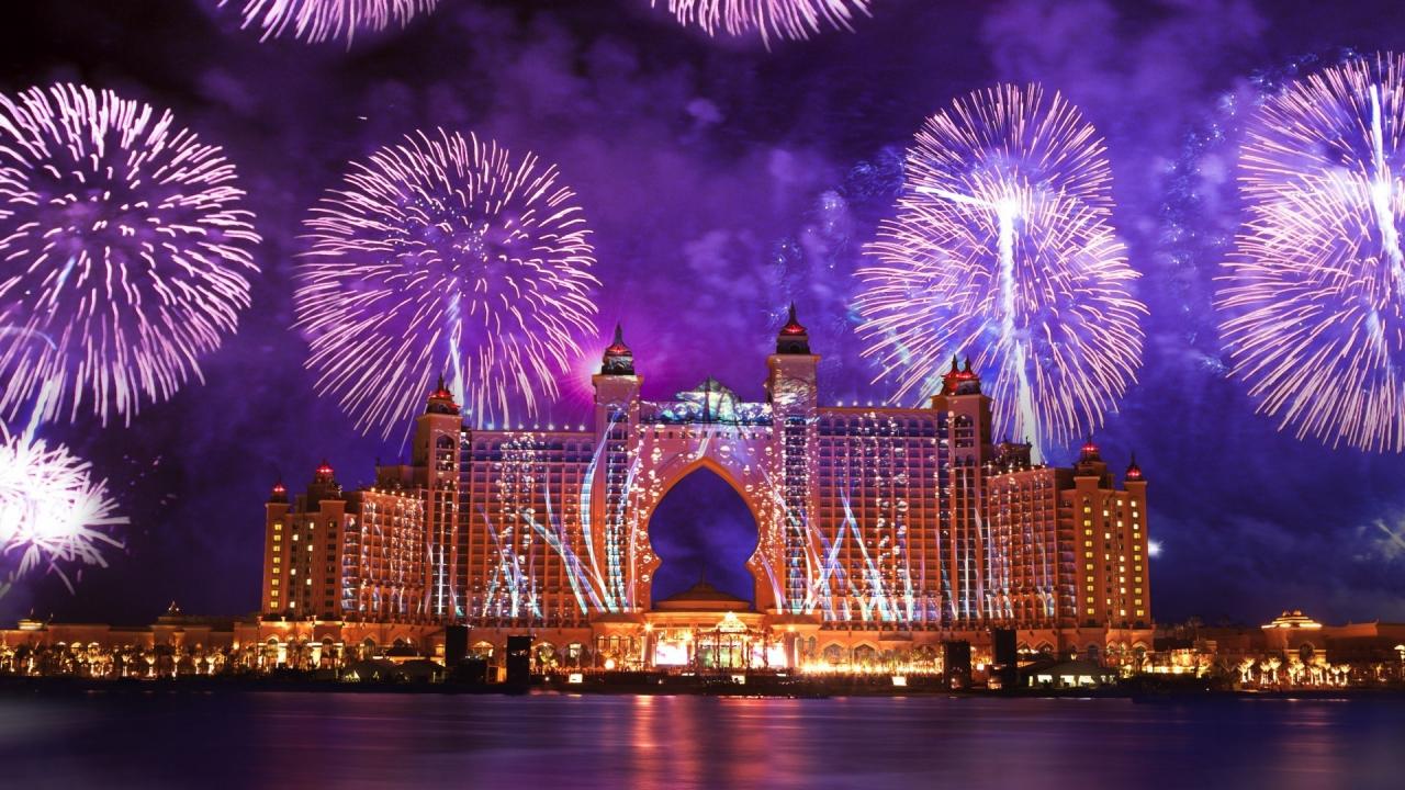 Fuegos Artificiales en Dubai - 1280x720