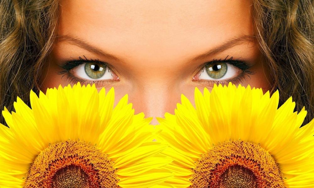 Hermosos ojos y girasoles - 1000x600