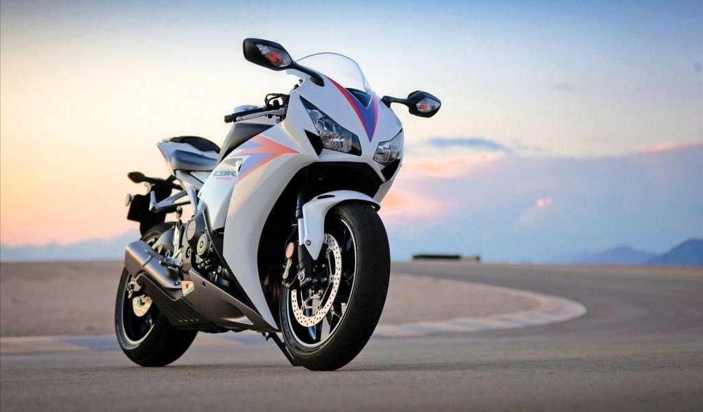 Honda CBR1000RR - 1024x600