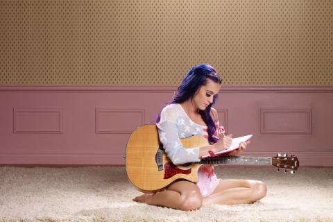 Katy Perry y su guitarra - 480x320