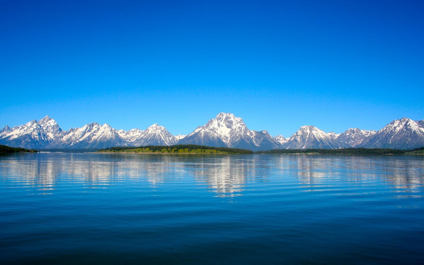 Lago y montañas - 1680x1050