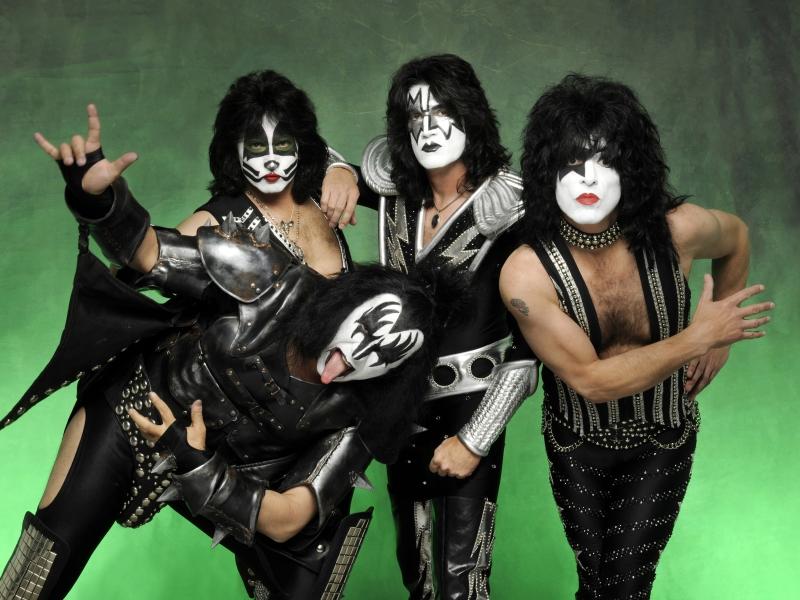 Las caras pintadas de Kiss - 800x600