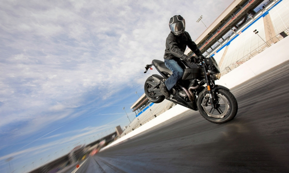 Maniobras con moto - 1000x600