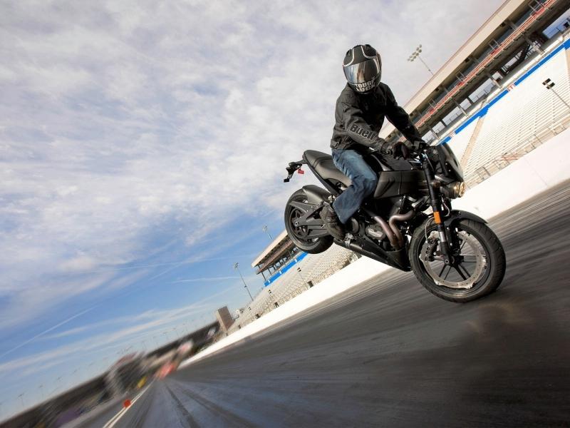 Maniobras con moto - 800x600