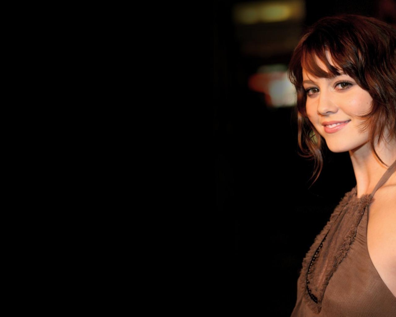 Elizabeth Winstead sonriendo - 1280x1024