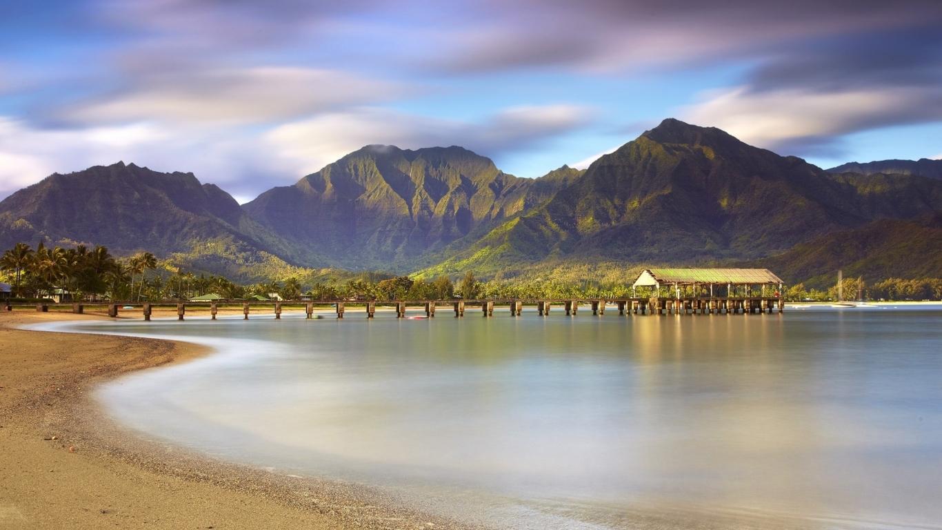 Montañas y playas - 1366x768