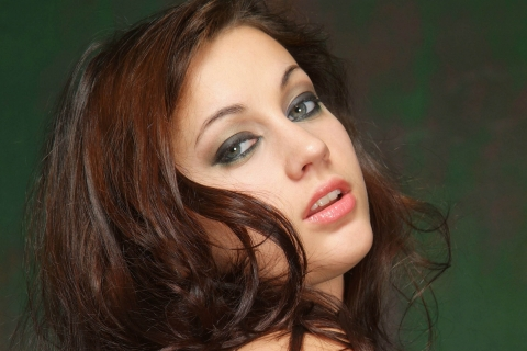 Pelirroja de ojos verdes - 480x320