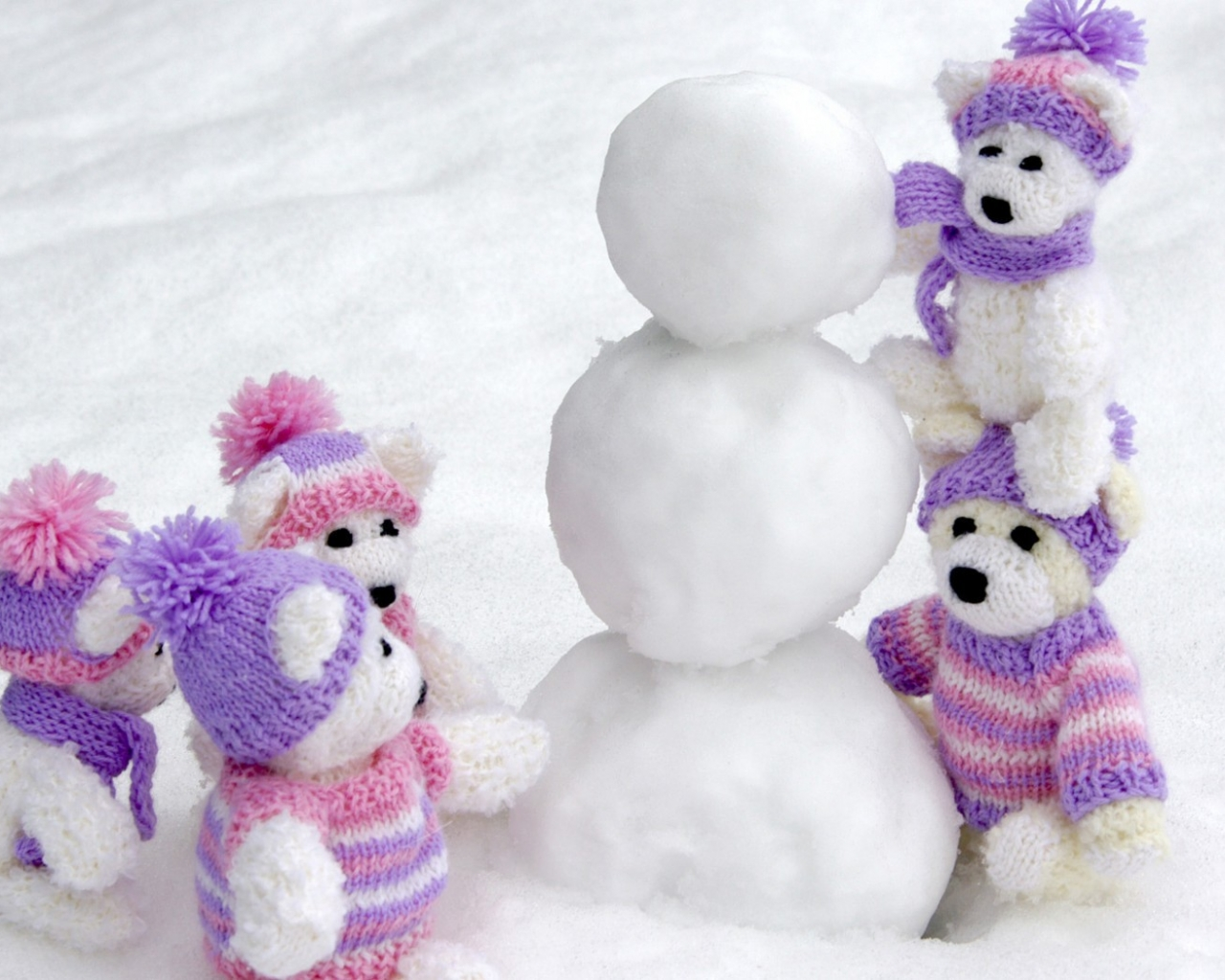 Peluches en la nieve - 1280x1024
