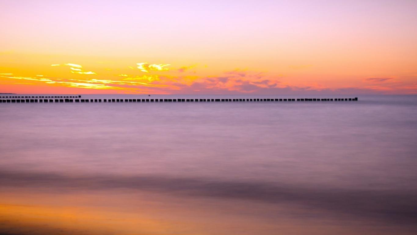 Puesta de sol en el mar - 1366x768