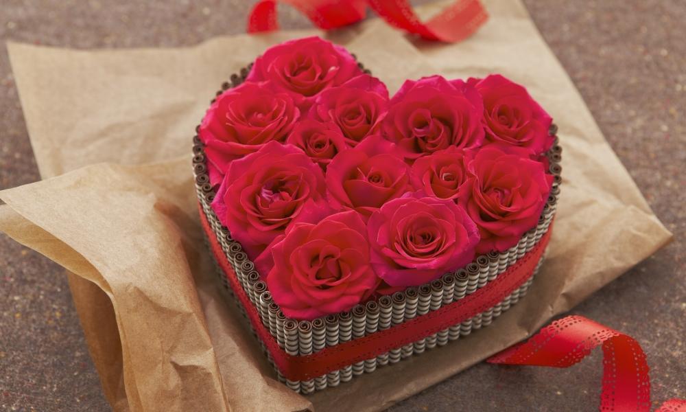 Regalo de rosas y corazones - 1000x600